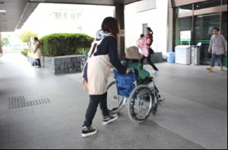 車椅子介助ボランティア